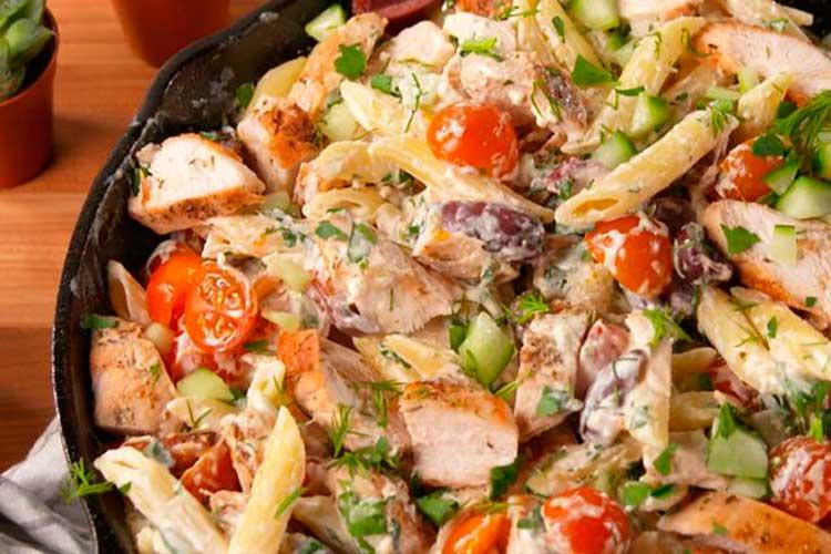 Nuestra gran ensalada pasta griega.