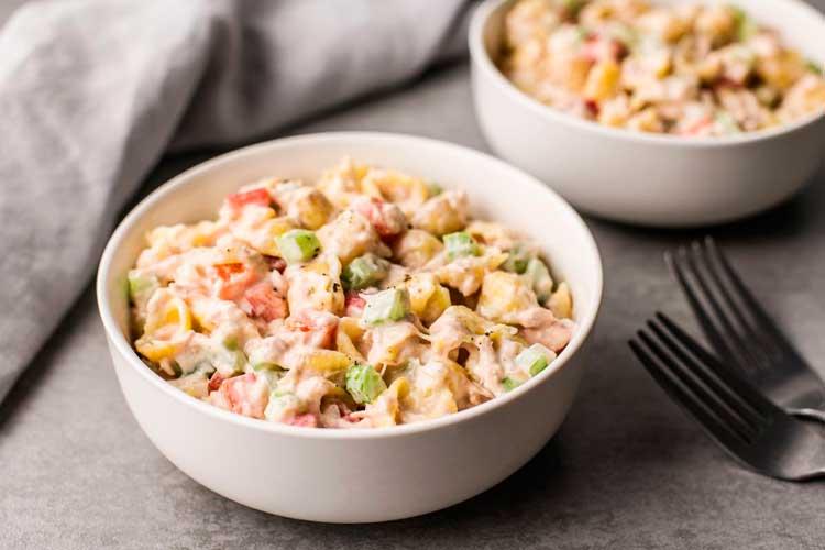 Simle ensalada de macarrones y atún