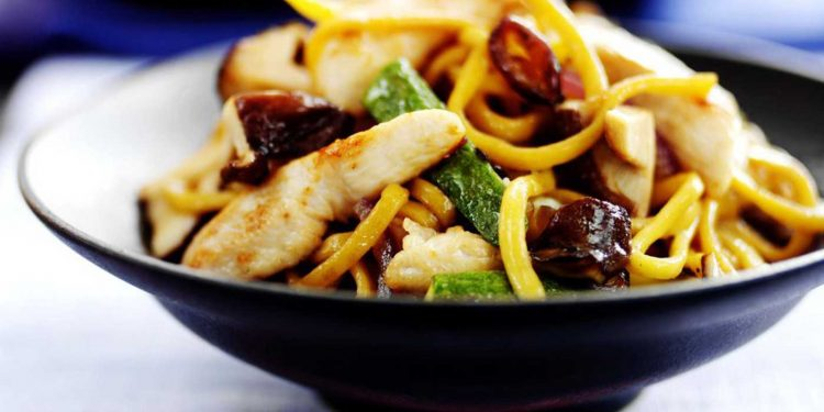 Chow Mein de pollo al horno